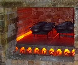Blick in den Ofen - hier werden die Eisenkannen gebrannt